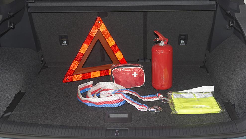 Co musisz mieć w swoim samochodzie?